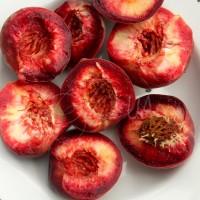 Персик красномякотный Блэк бой